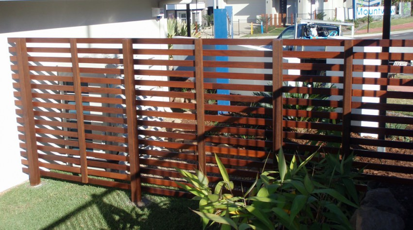 Diy patio privacy screens diy outdoor wood pallet for Privacy wall planter
