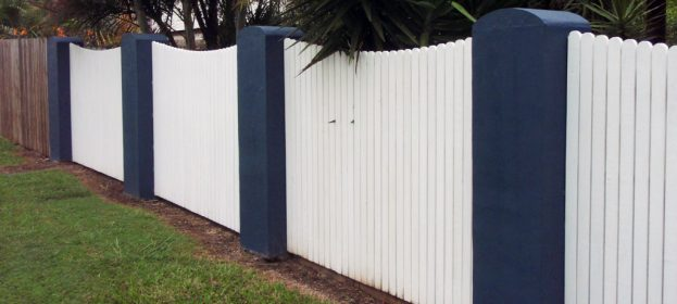 Scalloped Colonial Timber Fence