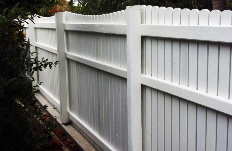 Colonial Fence Adds to Street Appeal