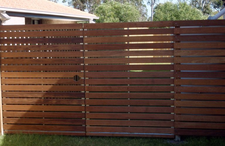 Horizontal Slats Privacy Screen